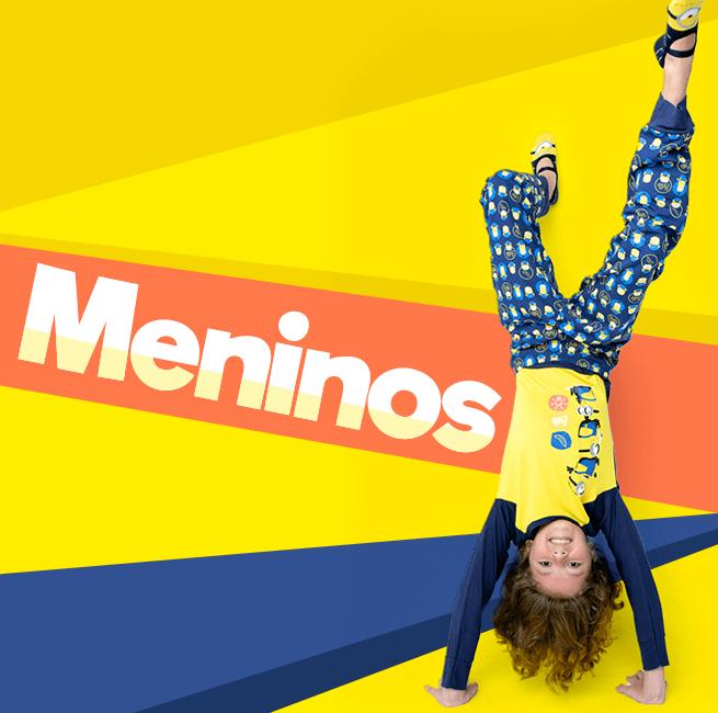 Pijama para Meninas! Na imagem temos uma menino dando cambalhota usando um pijama azul e amarelo da coleção minions.